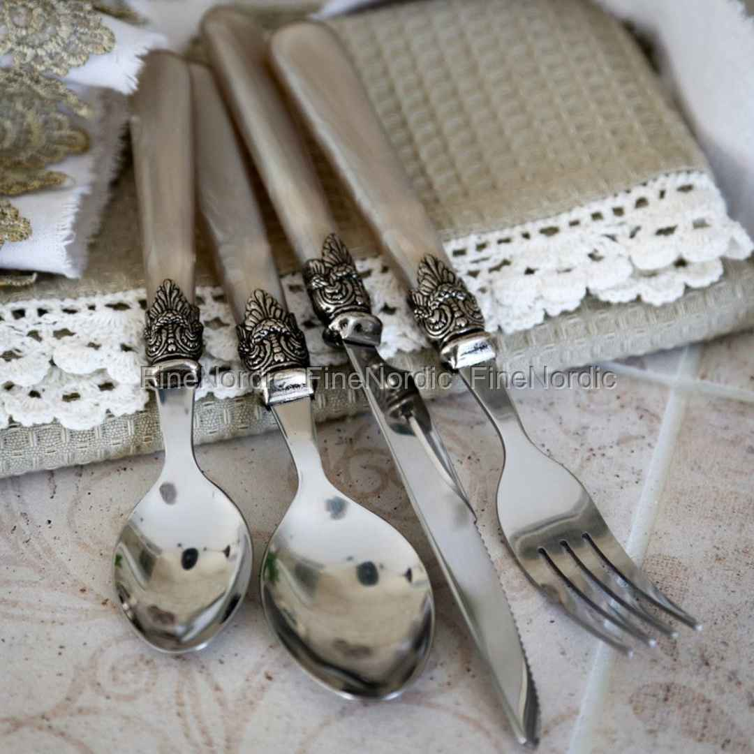 chic antique cutlery with silver deco antique champagne 16 parts. Black Bedroom Furniture Sets. Home Design Ideas